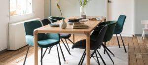Ēdam galds ar Brit krēsliem